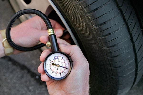Измерение давления в автомобильной шине